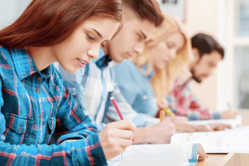 Средствата за студентски стипендии се увеличават с 20 на сто