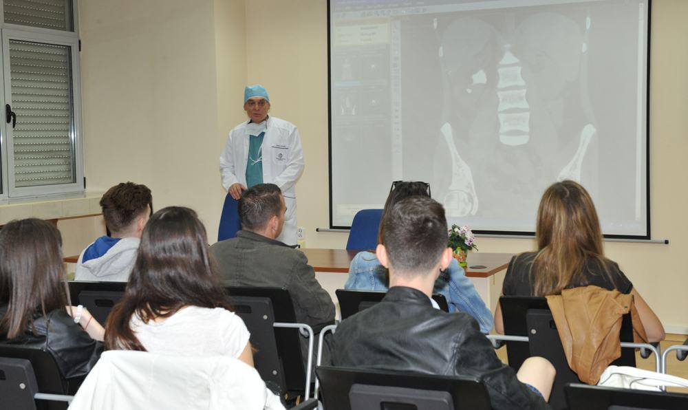 Специалисти от ВМА с операции на живо пред студенти и млади лекари