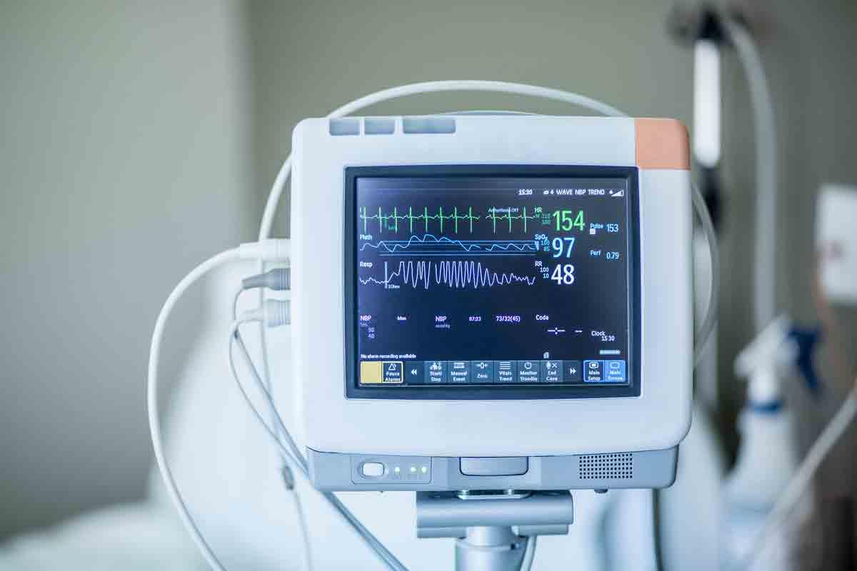 Пациенти след чернодробна трансплантация - проследяване и усложнения