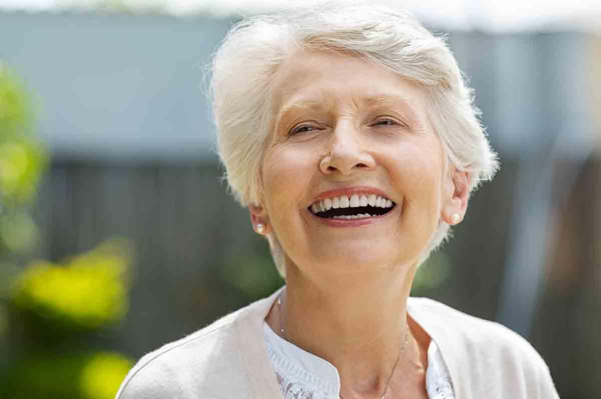 Лечение на макулната дегенерация, свързана с възрастта – минало, настояще и бъдеще