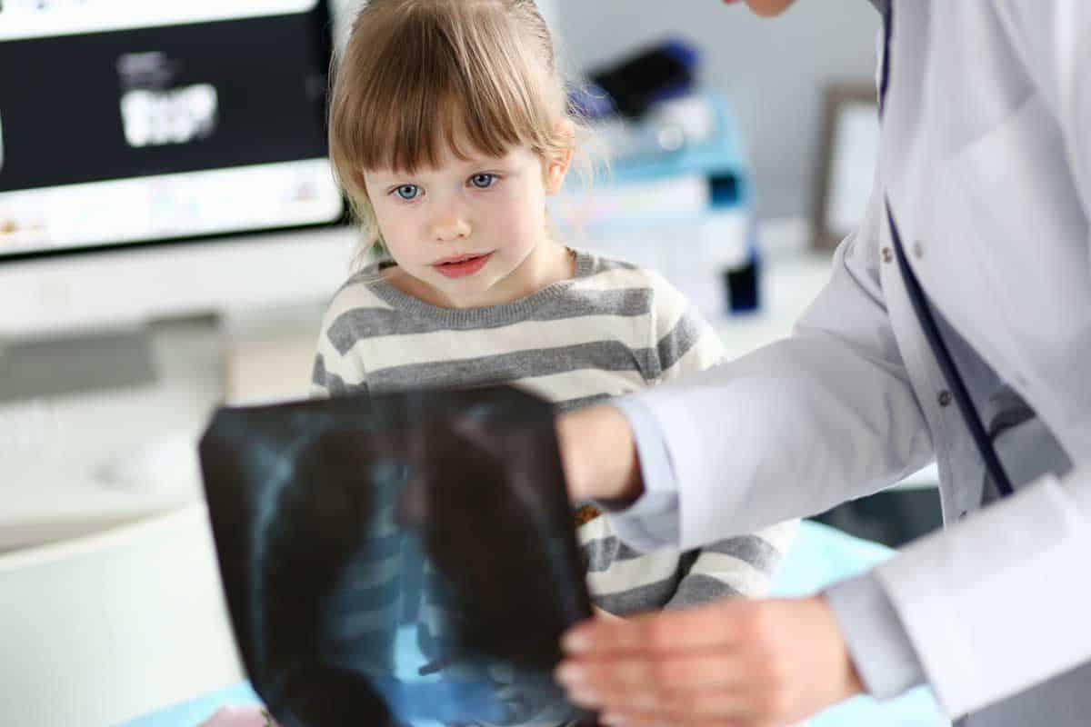 Чужди тела в трахеобронхиалната система при децата - клинични случаи