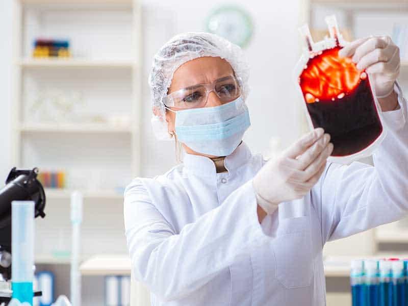 ЕК финансира 24 проекта за програми за събиране на кръвна плазма за лечение на COVID-19