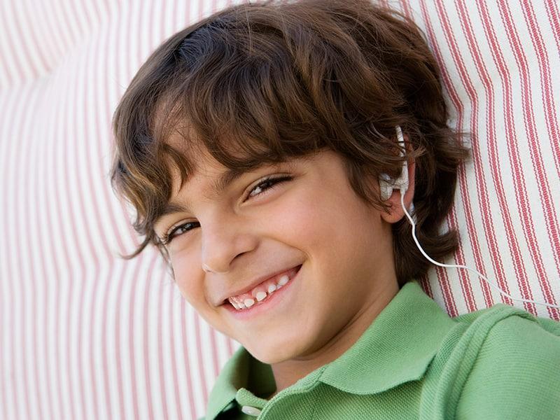 Клиничен случай на момче на седем години с агресивно поведение, което изпитва трудности при участие в групови дейности