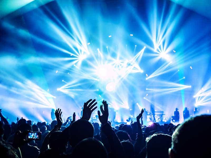 Слаб риск от предаване на COVID на закрито установи пробен концерт в Париж